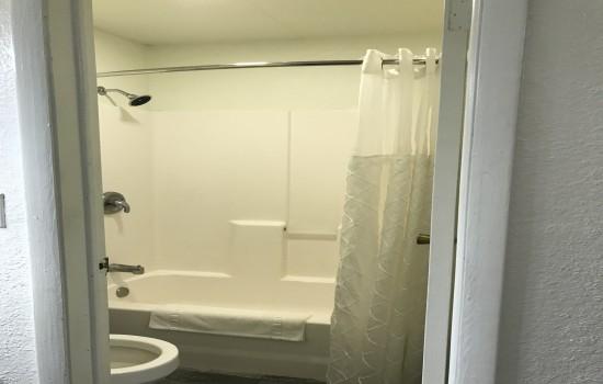 Welcome To Lockhart Inn - Private Bathroom
